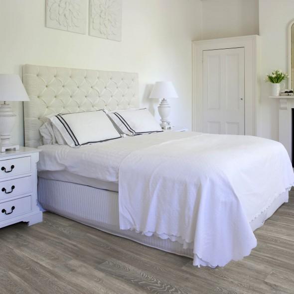 impermo onderhoudsvriendelijke grijsbruine kliklaminaat met realistische houttekening voor je slaapkamer