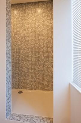 glasmozïek, mozaïek, midden grijs, tegels op net, op vlies, badkamertegels, douche, Tilestone